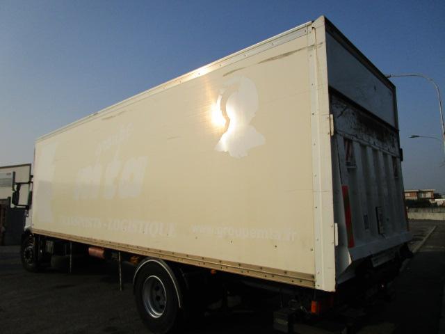 Camion con sponda a Verona